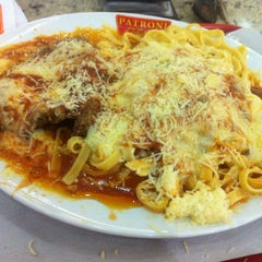 Photo taken at Patroni Pizza by Marco Bello on 11/6/2013