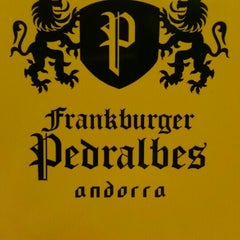 Photo taken at Frankburger Pedralbes by Gonzalo D. on 8/26/2015