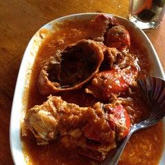 Photo taken at Telaga Seafood Restaurant by Ami B. on 8/30/2014