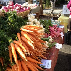 Photo taken at Dupont Circle FRESHFARM Market by Greg G. on 12/2/2012