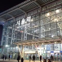 Photo taken at 서울역 (Seoul Station - KTX/Korail) by Andrew L. on 2/23/2013