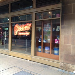Photo taken at Garrett Popcorn Shops by Patricia D. on 11/19/2012