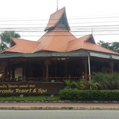 Photo taken at Baan Grood Arcadia Resort and Spa (บ้านกรูด อาเคเดีย รีสอร์ท แอนด์ สปา) by Waranya S. on 8/29/2015