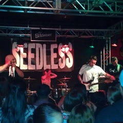 Photo taken at The Slidebar Rock-N-Roll Kitchen by Shervin F. on 5/22/2013