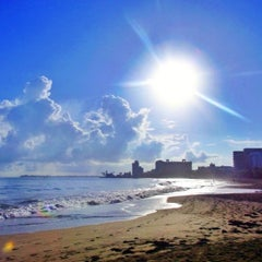 Photo taken at Isla Verde Beach - Balneario Isla Verde (La Playa) by Raul C. on 9/14/2012