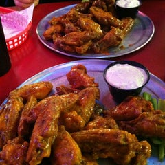 Photo taken at Pluckers Wing Bar by Rooster B. on 10/16/2012
