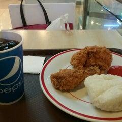 Photo taken at KFC by Astuti B. on 11/8/2015