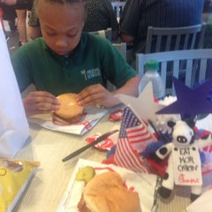 Photo taken at Chick-fil-A by Sweethuny on 5/21/2014