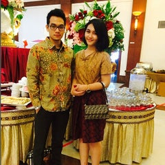 Photo taken at BRAJA MUSTIKA Hotel & Convention Centre by Aldila A. on 5/24/2014