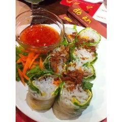 Photo taken at Do An Vietnamese Experience by Putri B. on 9/15/2015
