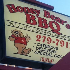 Photo taken at Honey Bear's BBQ by ✈--isaak--✈ on 5/12/2013