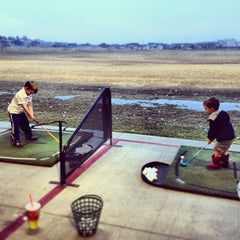 Photo taken at Mulligans Golf & Games by Jeremy W. on 3/3/2013