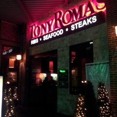 Photo taken at Tony Roma's Ribs, Seafood, & Steaks by Luis E. R. on 4/6/2013