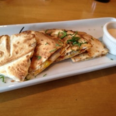 Photo taken at California Pizza Kitchen by Lilyan on 10/8/2012