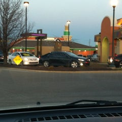 Photo taken at Taco Bell by Tina H. on 3/23/2013