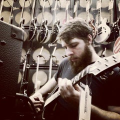Photo taken at Guitar Center by Leon F. on 9/19/2012