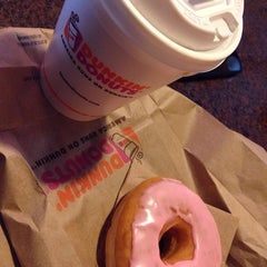 Photo taken at Dunkin Donuts by Ozan A. on 5/3/2014