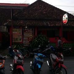 Photo taken at Bintang Bar & Resto by Ariyadi K. on 1/20/2014