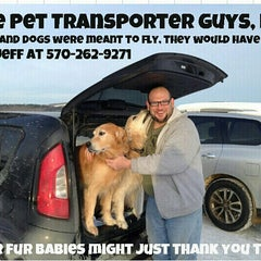 Photo taken at Otto's Barbeque And Burgers by www.thepettransporterguys.com on 1/12/2014