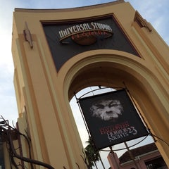 Photo taken at Universal's Halloween Horror Nights 23 by Chris P. on 10/31/2013