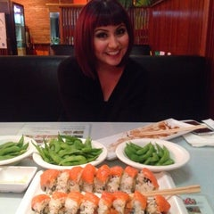 Photo taken at Hello Sushi by Ronniejayyy C. on 2/16/2014