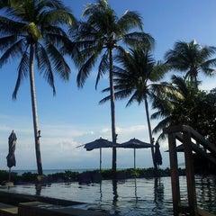 Photo taken at Le Méridien Koh Samui Resort & Spa @ Pool Bar by lou d. on 8/17/2014
