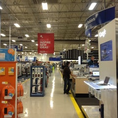 Photo taken at Best Buy by Bill S. on 11/10/2012