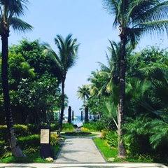 Photo taken at Vintana, Shangri-La's Boracay Resort & Spa by Emad M. on 9/29/2015