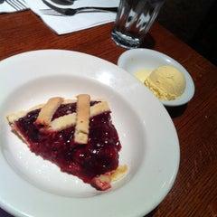Photo taken at Du-par's Restaurant & Bakery by Lydia on 11/25/2012