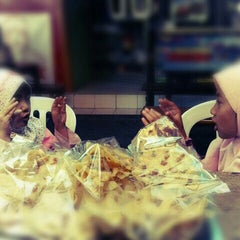Photo taken at Nasi Pecel Sambel Tumpang by Tito H. on 9/29/2012