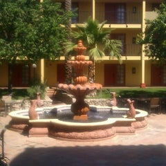 Photo taken at Embassy Suites Palm Desert by Cj D. on 4/18/2013