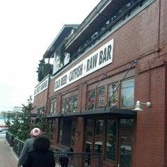 Photo taken at Six Feet Under Pub & Fish House by Craig W. on 3/23/2013