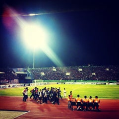 Photo taken at Stadion Manahan by Pasoepati on 8/14/2013