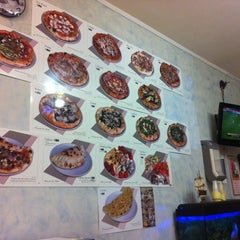 Photo taken at La Perla Pizzeria by Riccardo D. on 9/30/2012