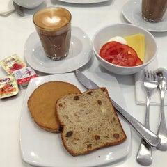 Photo taken at Virgin Australia Lounge by mei mei on 4/24/2013