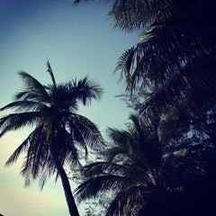 Photo taken at หาดบางแสน (Bang Saen Beach) by IDREAMZ |. on 12/16/2012