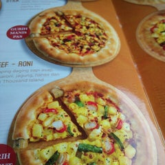 Photo taken at Pizza Hut by Habibi M. on 10/17/2014