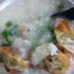 Photo taken at Chai Chee Pork Porridge by Charles R. on 10/1/2013