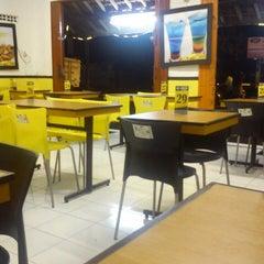 Photo taken at Kedai Loempia Boom by Anan K. on 2/19/2013
