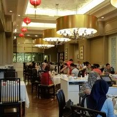 Photo taken at Lai Po Heen at Mandarin Oriental, Kuala Lumpur by Michael K. on 2/21/2015