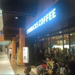 Photo taken at Starbucks by Cece U. on 6/22/2013