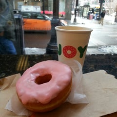 Photo taken at Dunkin' Donuts by Armando U. on 1/16/2015