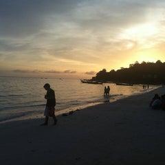 Photo taken at Lipe Resort by Ooi J. on 10/27/2012