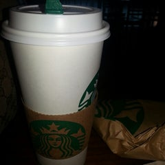 Photo taken at Starbucks by Tabbi H. on 9/13/2013