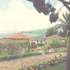 Photo taken at Jayakarta hotel puncak by channissaa on 12/10/2012