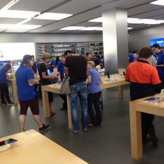Photo taken at Apple Store, Chermside by Vladimir K. on 11/8/2012