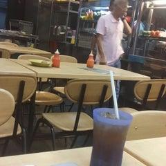 Photo taken at Resto Selera Ampang Wisma central by Kbakshir on 11/12/2013