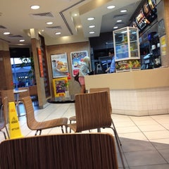 Photo taken at McDonald's - ماكدونالدز by Mahmoud Y. on 10/19/2012