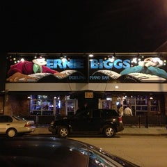Photo taken at Ernie Biggs Dueling Piano Bar by Evan F. on 10/6/2012