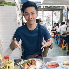 Photo taken at บะหมี่ แสบ X2 (Noodle+Khamoo Restaurant) by jowie on 8/25/2015